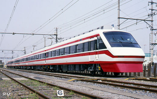 250 series limited express train [Ryoumou] of Tobu Railway. A 1998 debut.