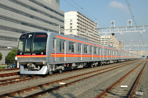 The 2000 type train of Toyo Rapid Railway. A 2004 debut.