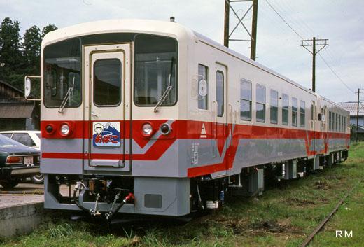 A YR-1000 type rail diesel car of the Yuri-Kogen railroad. A 1985 debut.