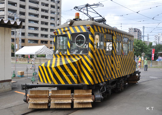 A broom car for snow removing of the Sapporo streetcar.