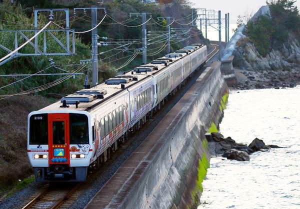 """2000系""""アンパンマン列車""""、8連 ..."""