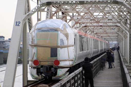 http://rail.hobidas.com/rmn/2010_03_13_umezono_takashi002.jpg