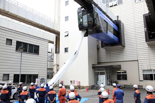 http://rail.hobidas.com/rmn/2012_07_03_chiba_monorail001.jpg